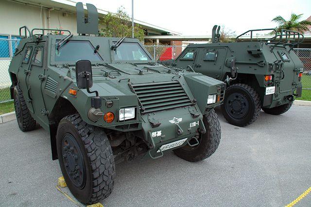 軽装甲機動車は、陸上自衛隊と航...
