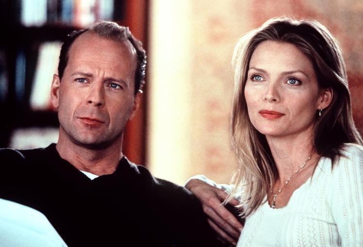 """In """"An deiner Seite"""" spielte Bruce Willis an der Seite von Michelle Pfeiffer. Mehr zum 60er hier: http://www.nachrichten.at/nachrichten/society/Filmstar-Bruce-Willis-feiert-seinen-60-Geburtstag;art411,1699798 (Bild: ORF)"""