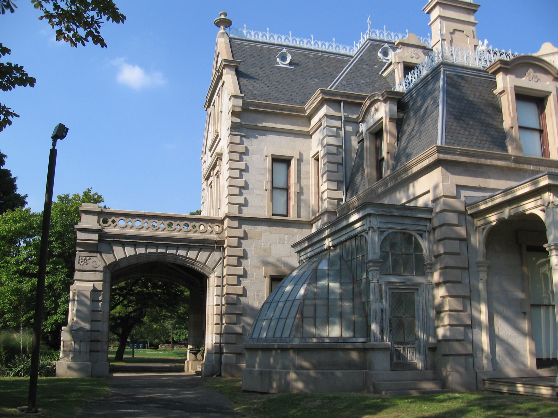 Now this victorian porte cochere iron cresting for Porte cochere homes