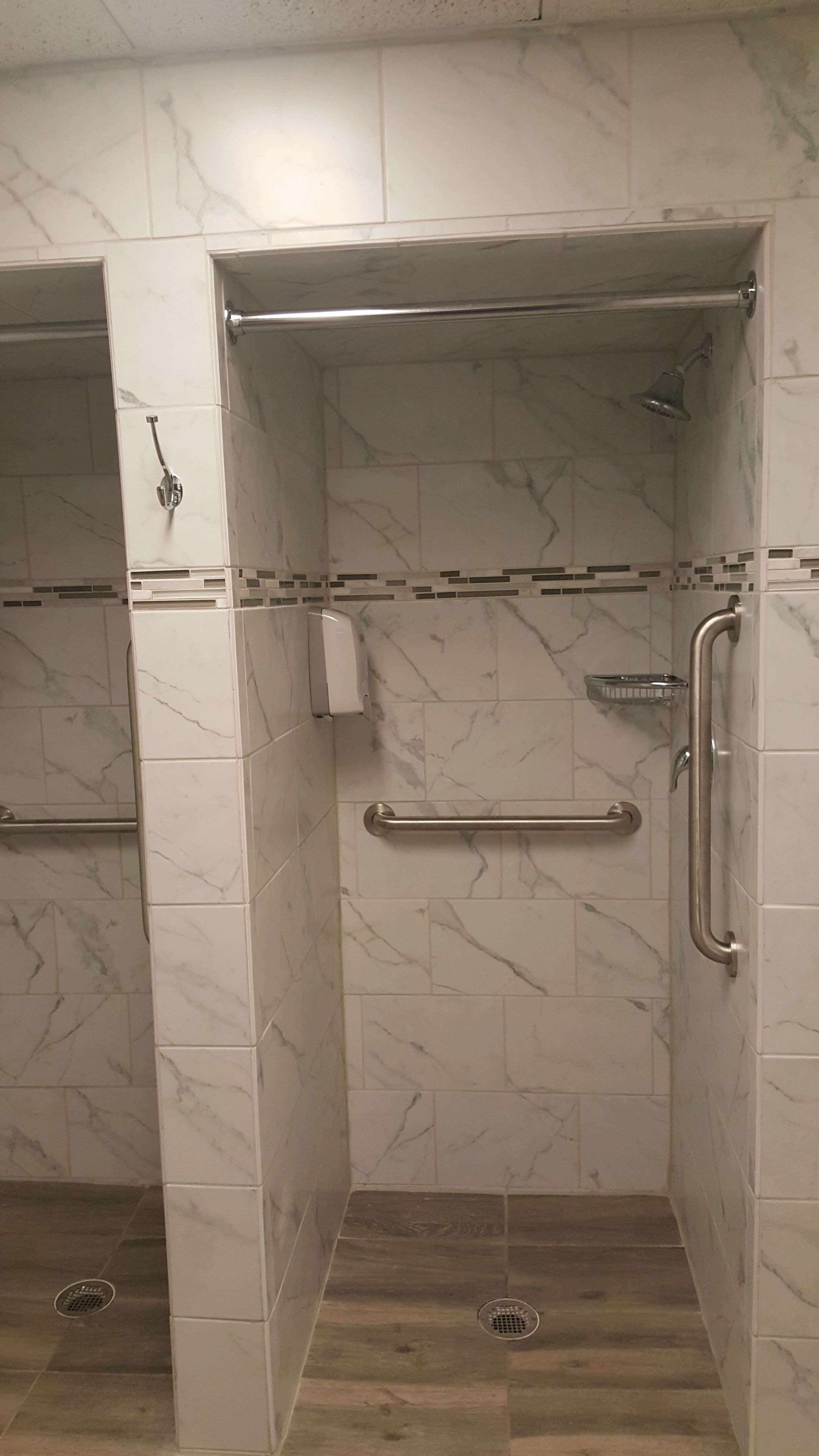 Moen S Combination Grab Bars Bar With Corner Shelf