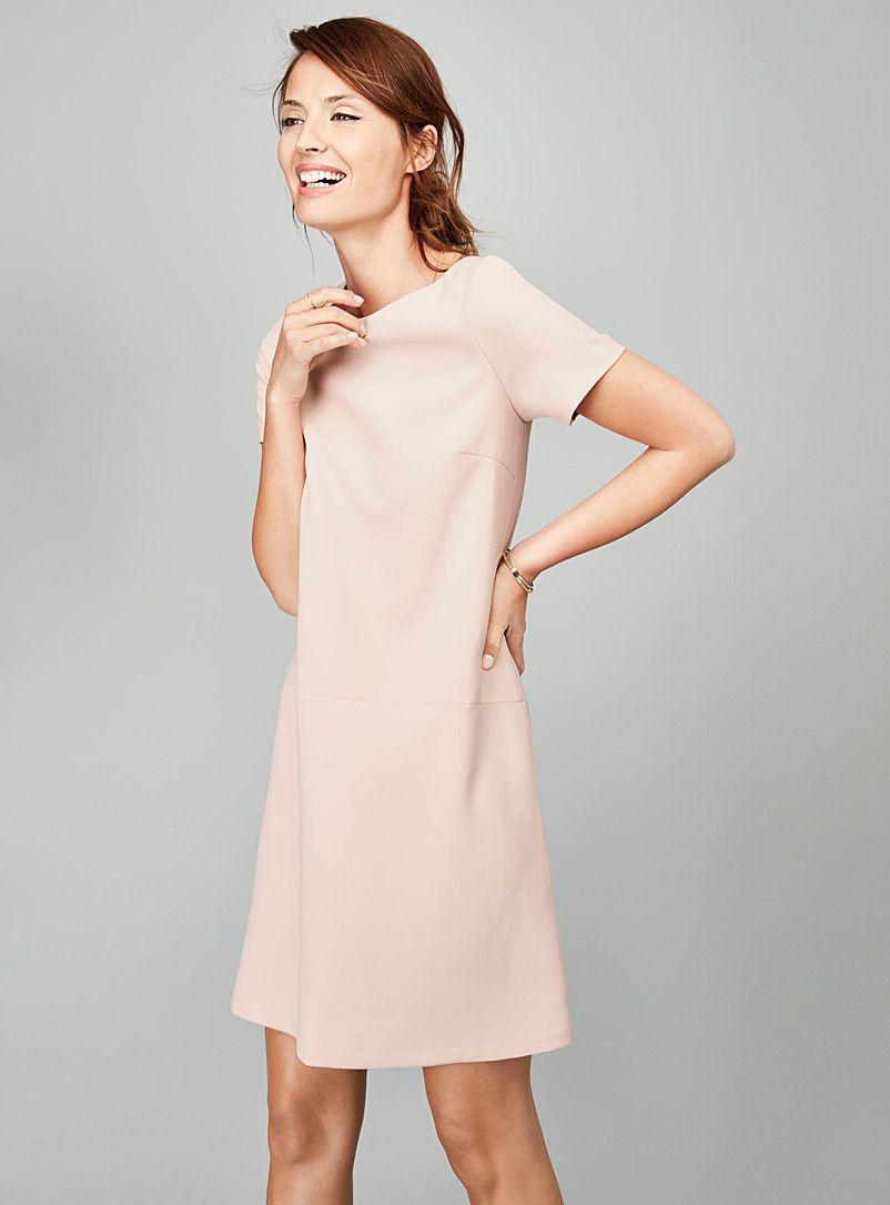 Exclusivité Contemporaine On adore cette robe épurée et raffinée à enfiler  simplement pour une allure élégante instantanée Fermoir zip métallique à ... c30f70db264b