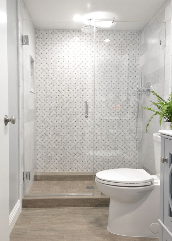 Bath gray mosaic tiles woodgrain floor tiles white for Bathroom feature tiles