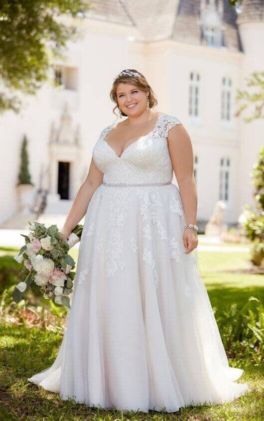 Romantic Cap Sleeve Wedding Dress With Cameo Back Stella York Plus Wedding Dresses Wedding Dress Cap Sleeves Plus Size Wedding Gowns