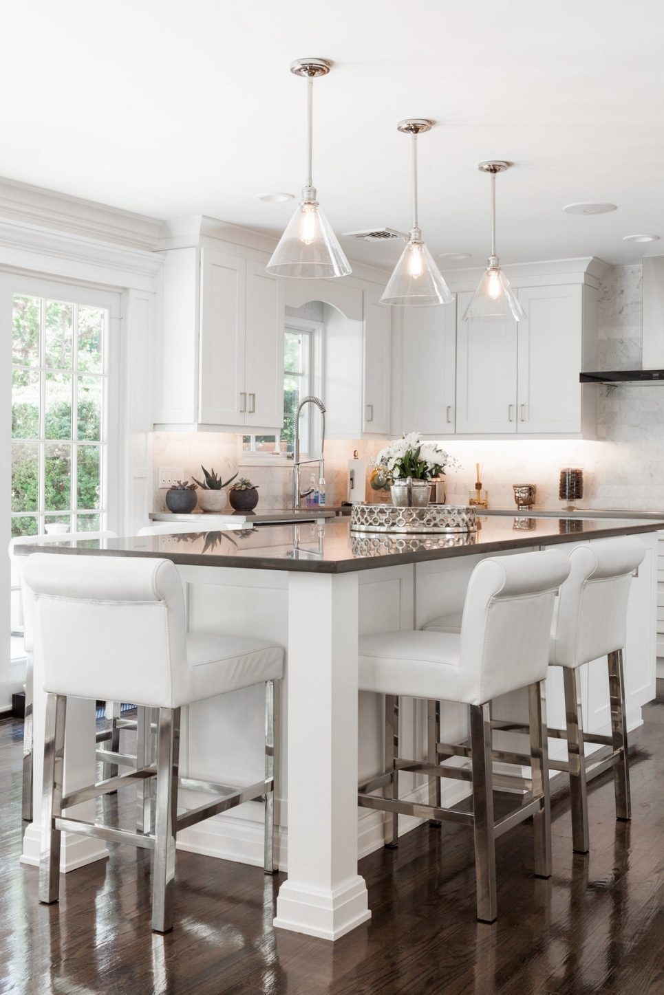 Kitchen Cabinet Remodeling Showroom In Gilbert Chandler Az Kitchen Island With Seating Kitchen Remodel Kitchen Design