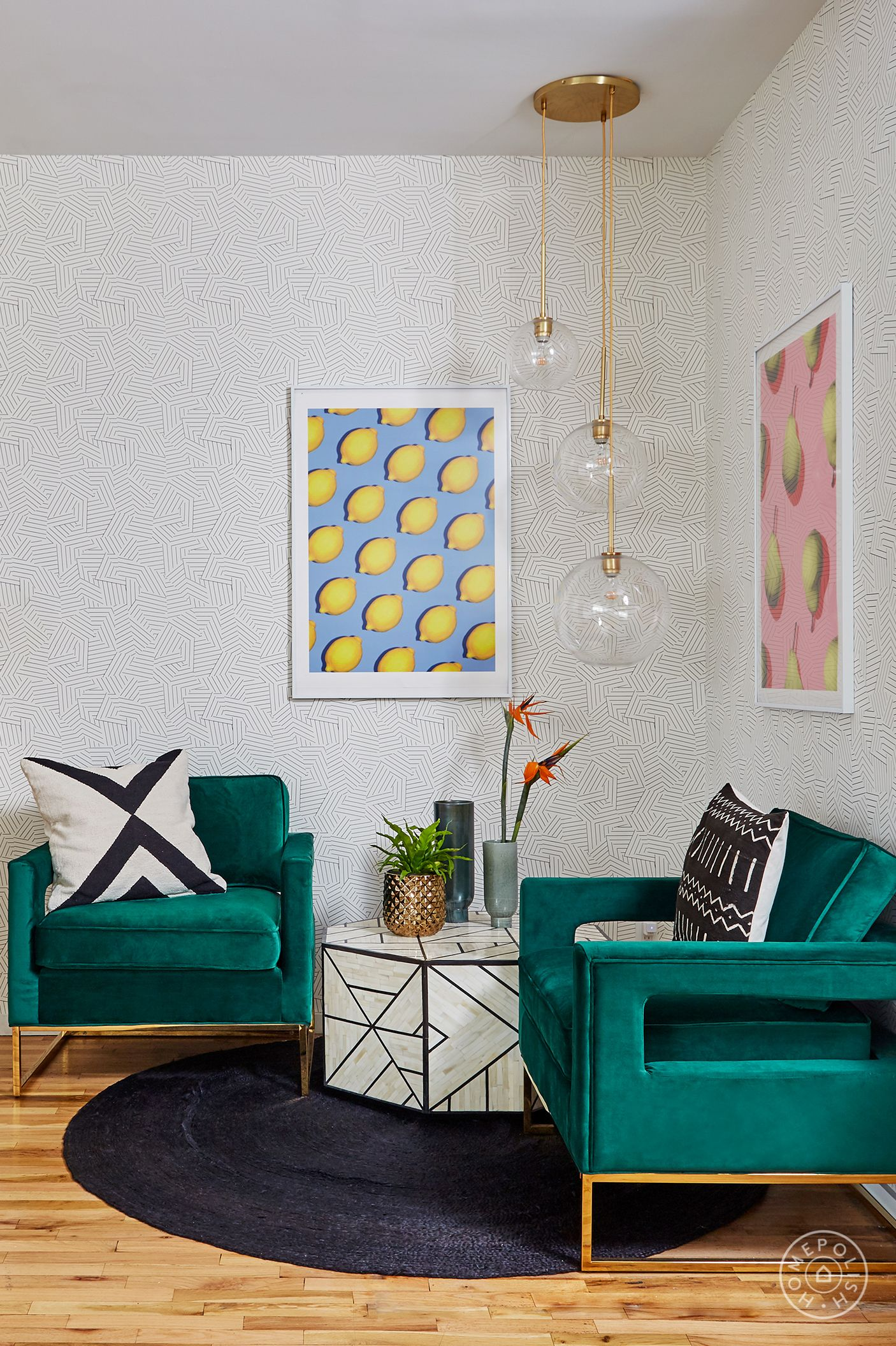 Homepolish interior designer ashlie broderic establishes a more residential feel in this office lounge by using