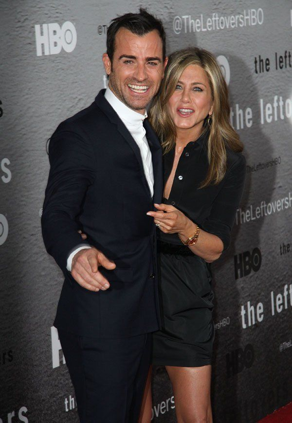 They Do An Insider Look At Jennifer Aniston Justin Theroux S Gala Hollywood Wedding All The Details In Celebrity Pictures Jennifer Aniston Justin Theroux