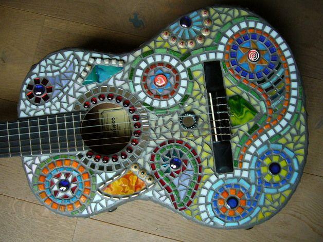 mosaik mosaik gitarre hippie ein designerst ck von olja 123 bei dawanda mosaik. Black Bedroom Furniture Sets. Home Design Ideas