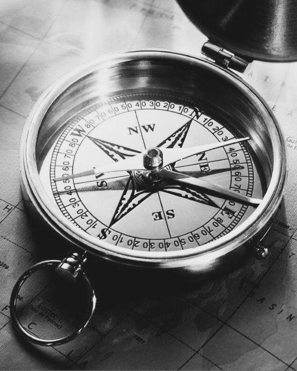 Pin By Reeju Banik On Kompas Vintage Compass Compass Tattoo Design Compass Tattoo