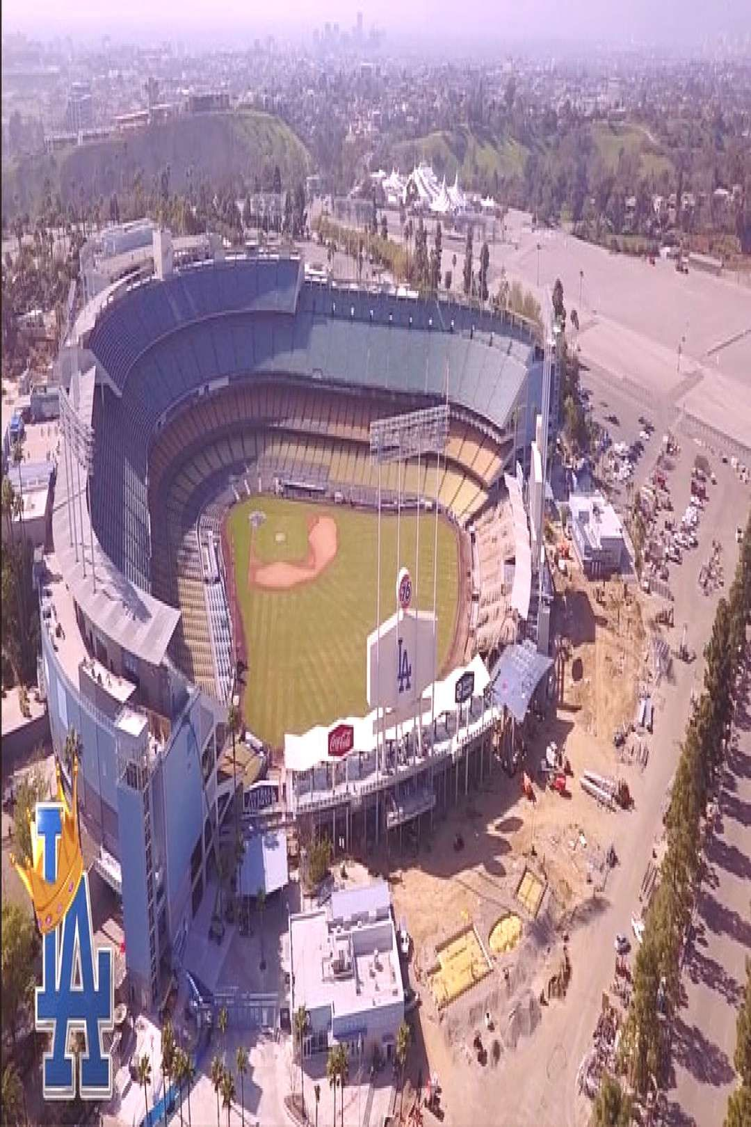 Renovations Continue Stadium Outdoor Dodger Chavez Ravine People Make More The Loo One And To The D In 2020 Dodger Stadium Major League Baseball Dodgers