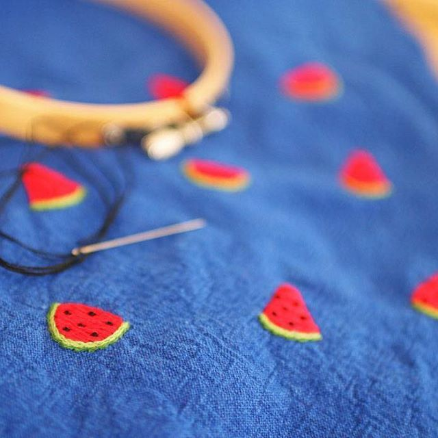 * . スイカ . . #刺繍#手刺繍#ステッチ#手芸#embroidery#handembroidery#stitching#needlework#자수#broderie#bordado#вишивка#stickerei
