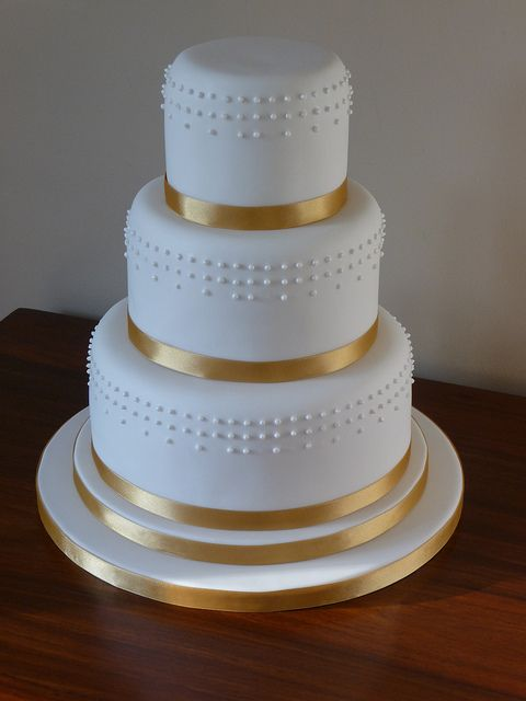 round wedding cake with gold ribbon Google Search October 4