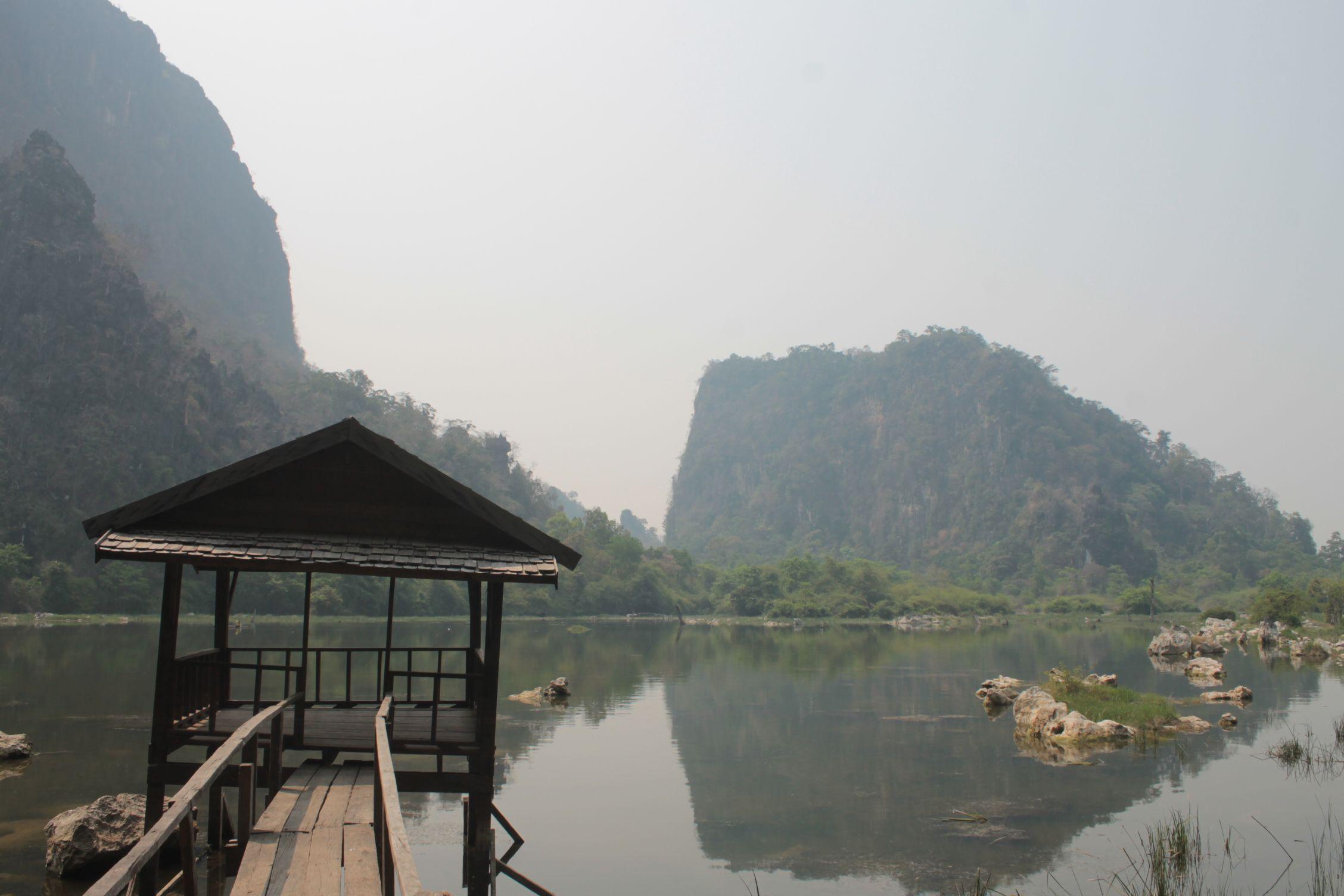 Montañas cerca de la Budha Cave