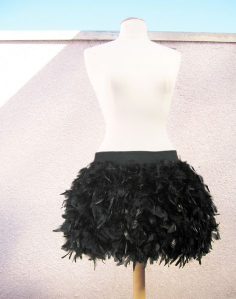 How to Make a Luxe Feather Skirt Feather skirt, Feathers and Diy - black skirt halloween costume ideas