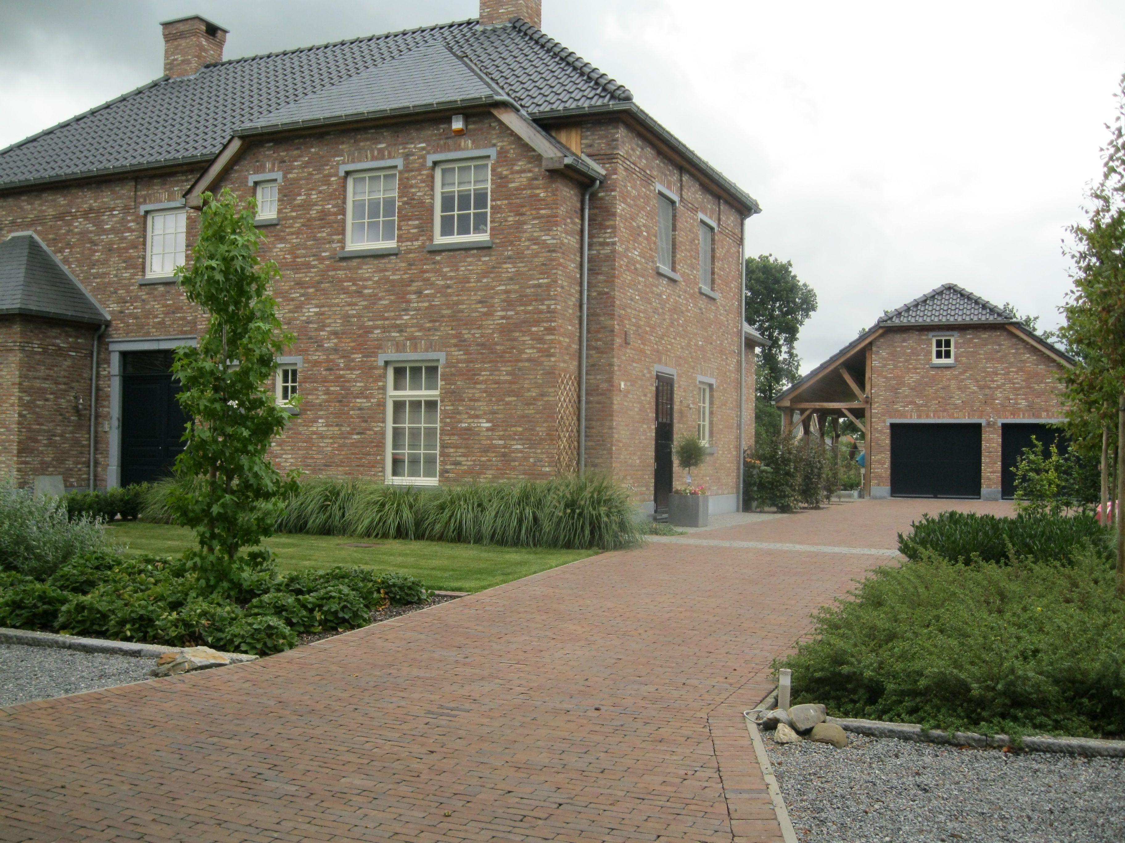 Landelijke tuin oprit gebakken klinkers trv tuinaanleg pinterest house and gardens - Tuin oprit plaat ...