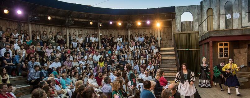 Monbijoutheater In Mitte Drama Hinterm Vorhang Berlin Tagesspiegel Berlin Theater Kultur Drama Theater Berlin Buhnenbildner