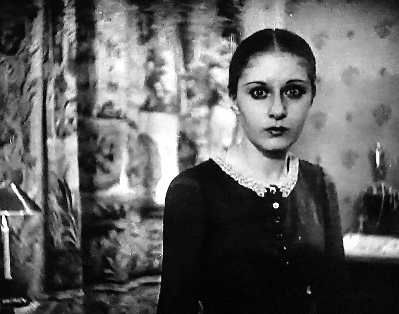 Rena Mandel - Vampyr (1932)   Choker necklace, Pearl necklace, Necklace