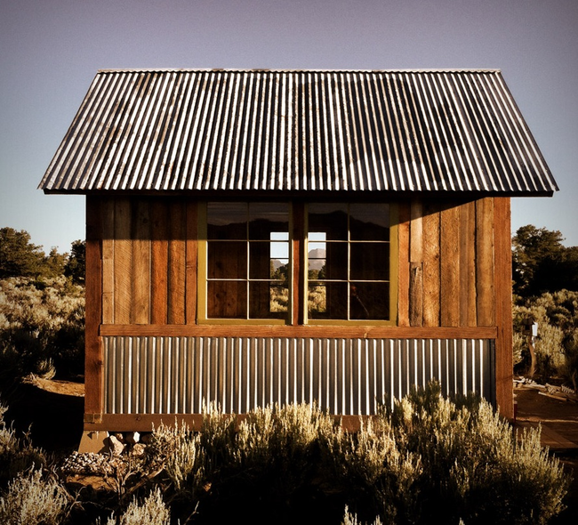 I D Take One Of These Tiny Houses Over A Mansion Any Day Of The Week My99post Funniest Fail Pics Motiv Shed Homes House Exterior Corrugated Metal Siding