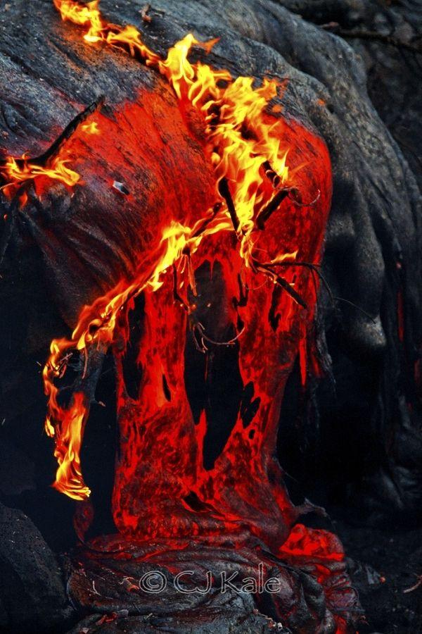 lava on fire hawaii la montagne et ses volcans
