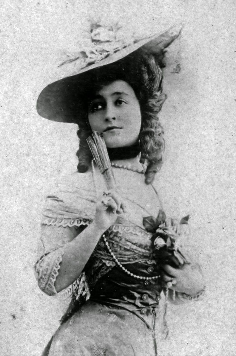 "French stage actress Celine Emilie Seure, aka Cecile Sorel (1873-1966), 1900s  // by Léopold-Émile Reutlinger. At the Odeon Theatre in Paris, she specialized in playing a stock character known as the ""grande coquette"" // photo by Francois Vizzavona"