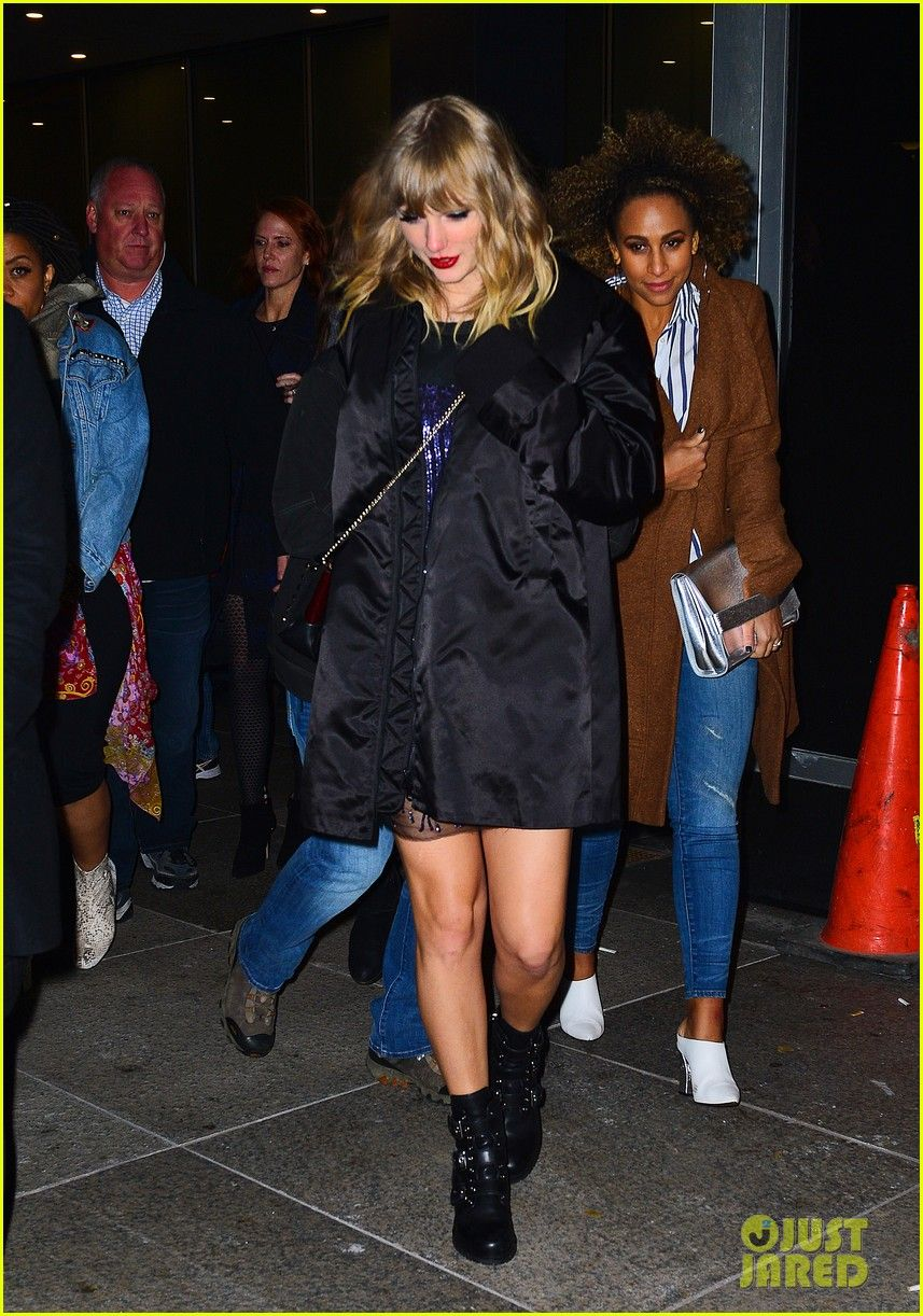 Taylor Swift Heads To Snl After Party After Amazing Musical Guest Performances Taylor Swift Snl Taylor Swift Street Style Taylor Swift Album Taylor Swift