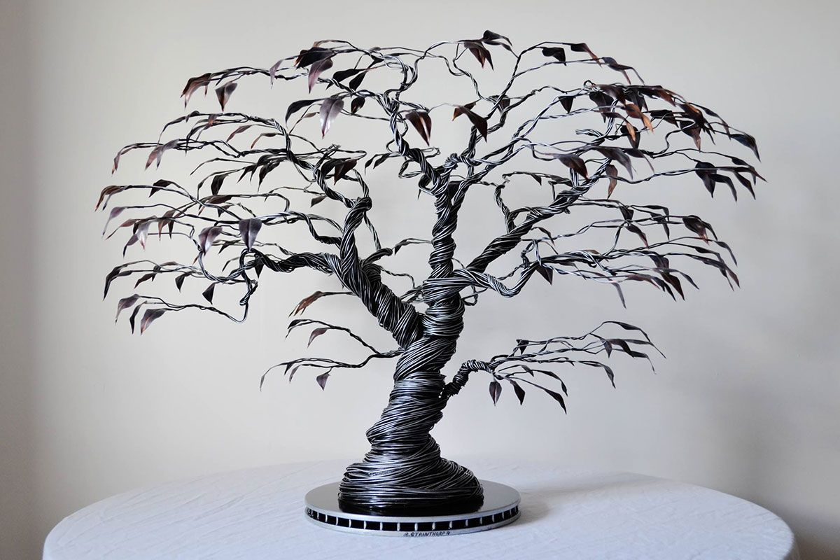 cet artiste donne vie d l gantes cr atures avec du simple fil de fer fil de fer sculpture. Black Bedroom Furniture Sets. Home Design Ideas