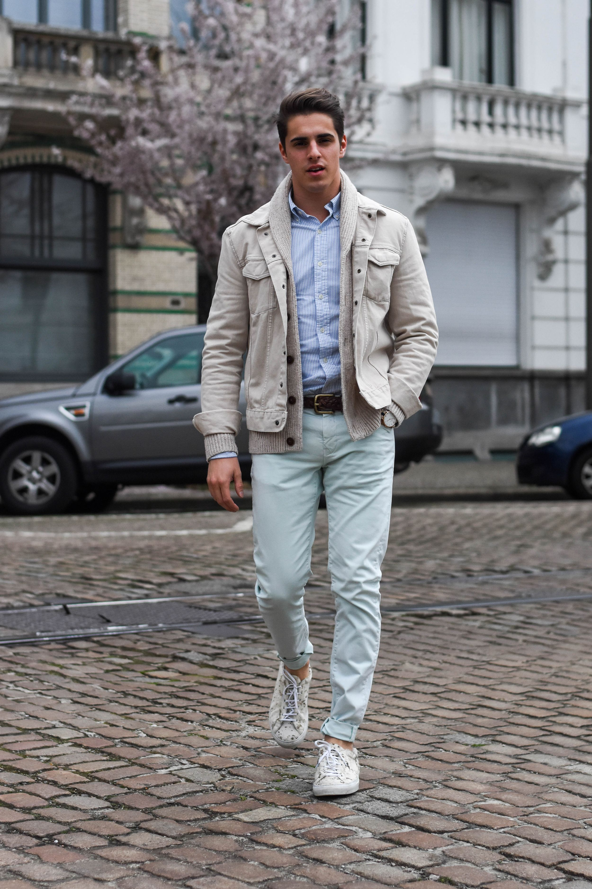 Soft pastels + off white denim jacket + sneakers | Men's