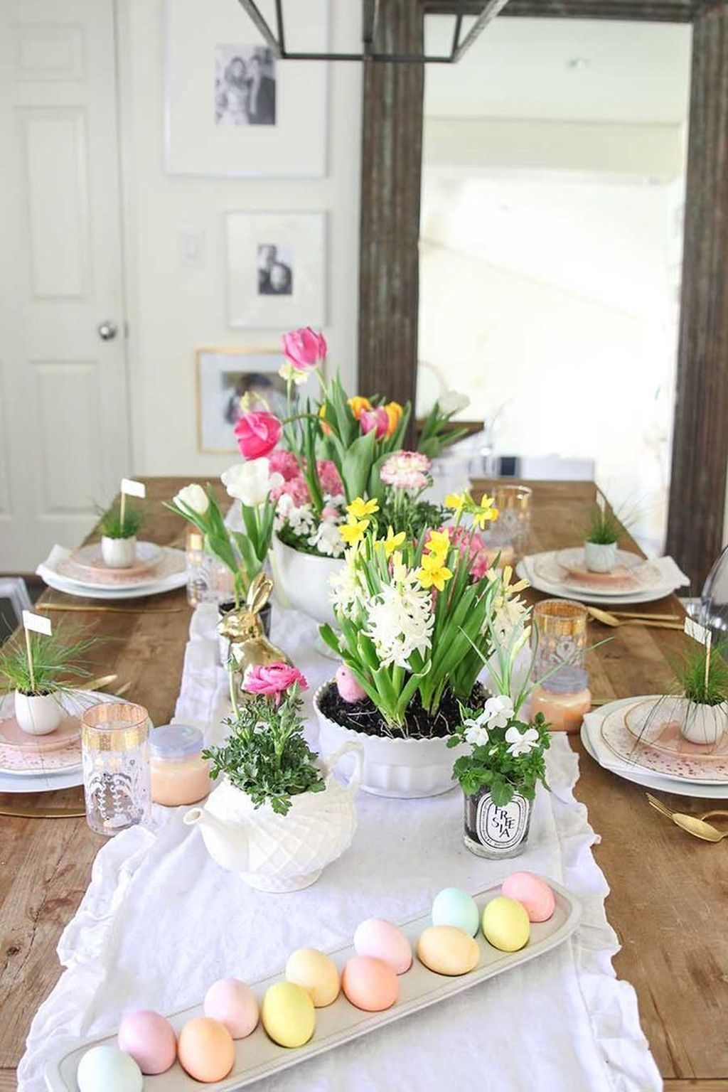 50 Amazing Bright And Colorful Easter Table Decoration Ideas Homyhomee Easter Table Decorations Easter Table Settings Colorful Easter Table