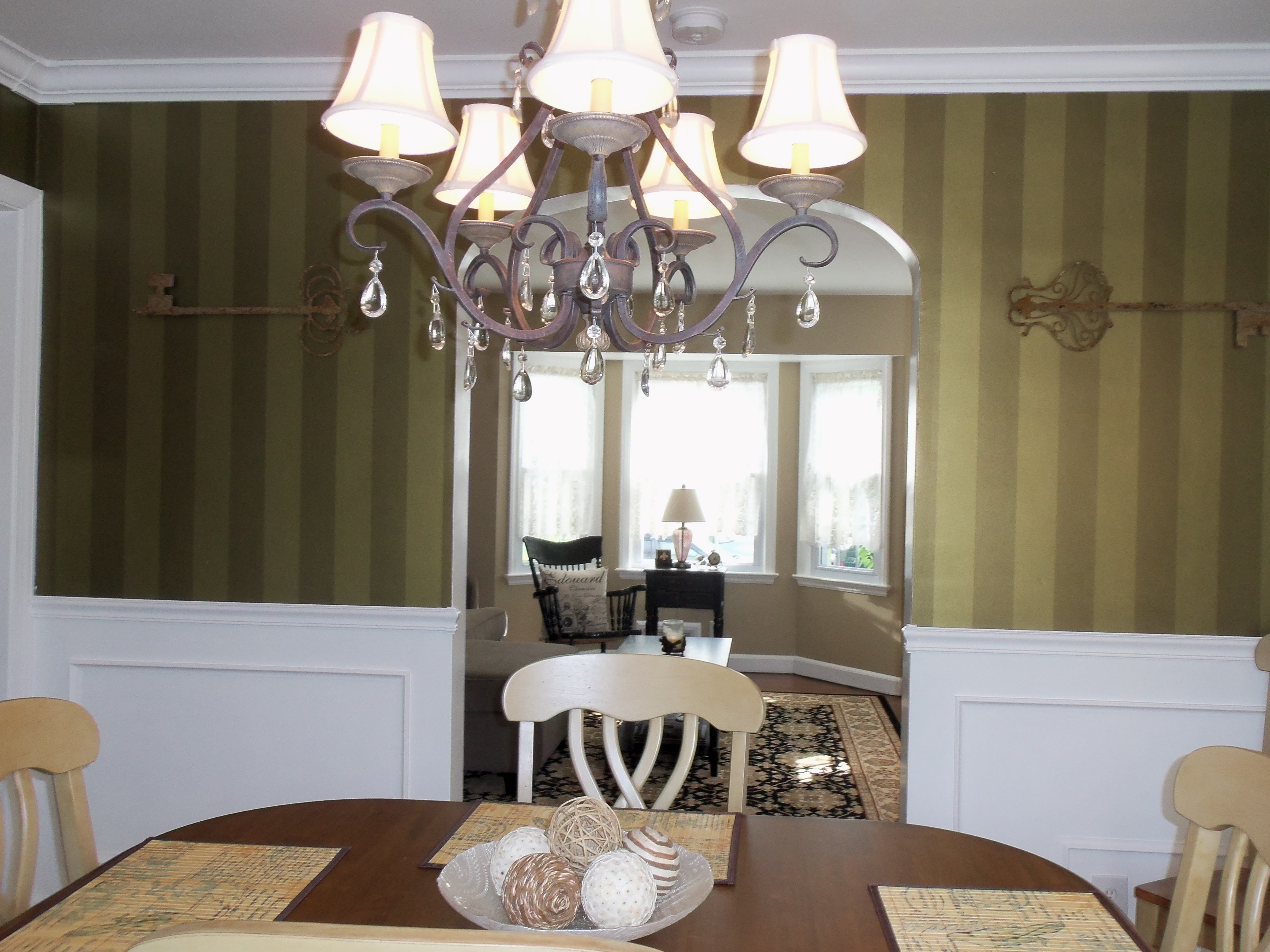Key decor on dining room wall shabby chic decorating for Shabby chic dining room wall art