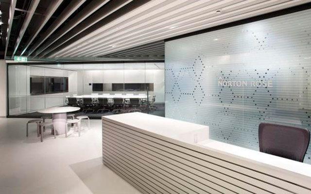 El mostrador de recepción, clave en el diseño de oficinas Hall