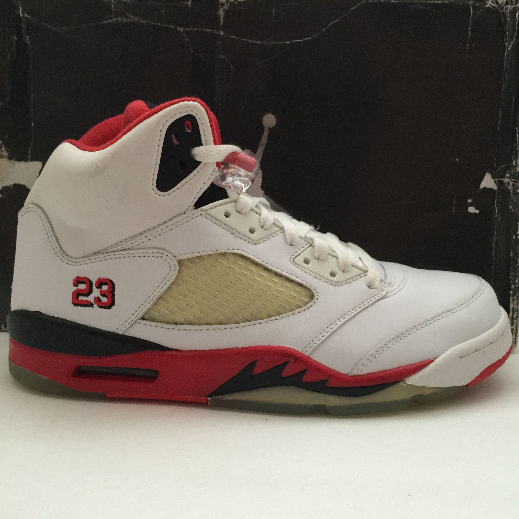 274db893862 ... Name : Nike Air Jordan 5 Retro Size (US) : 10 Condition : New | DS 2006  | With box Style Code : 136027 162 Year : 2006 Color : White/Fire Red-Black