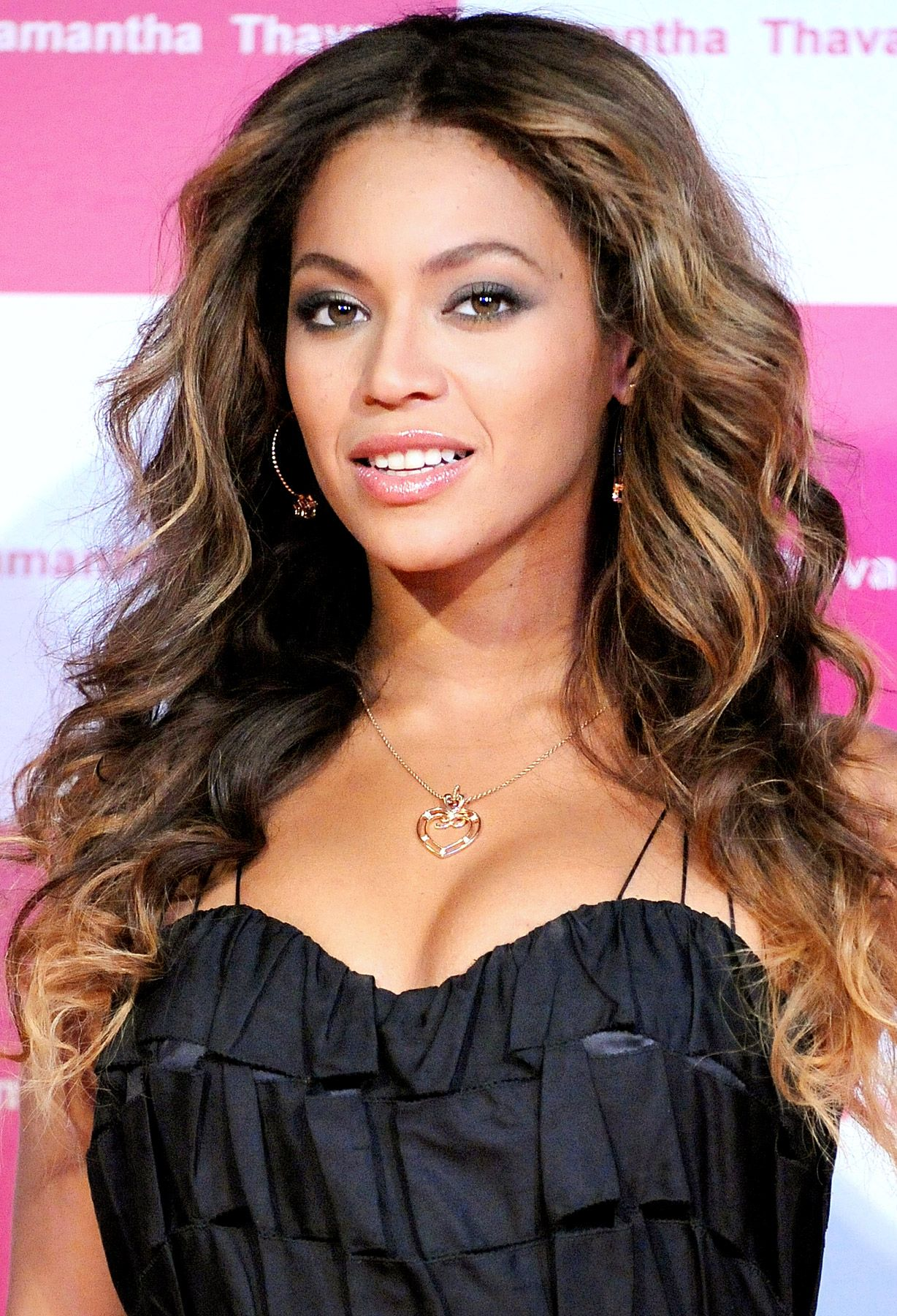 32c6b7323e0 Bey is as stunning as ever with these bombshell waves  beyonce  waves