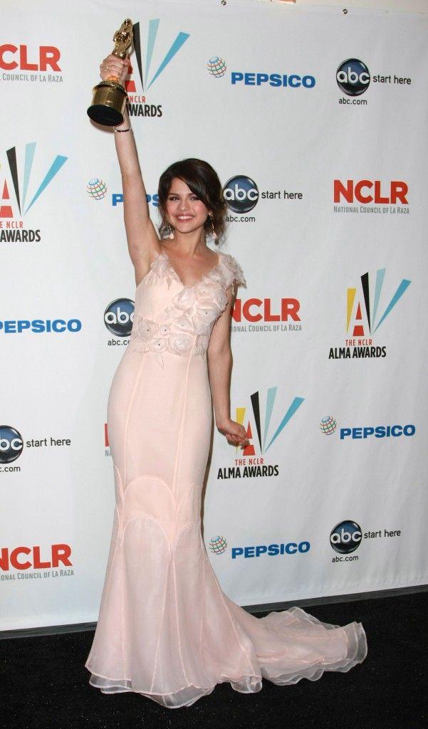 Selena at the 2009 ALMA Awards