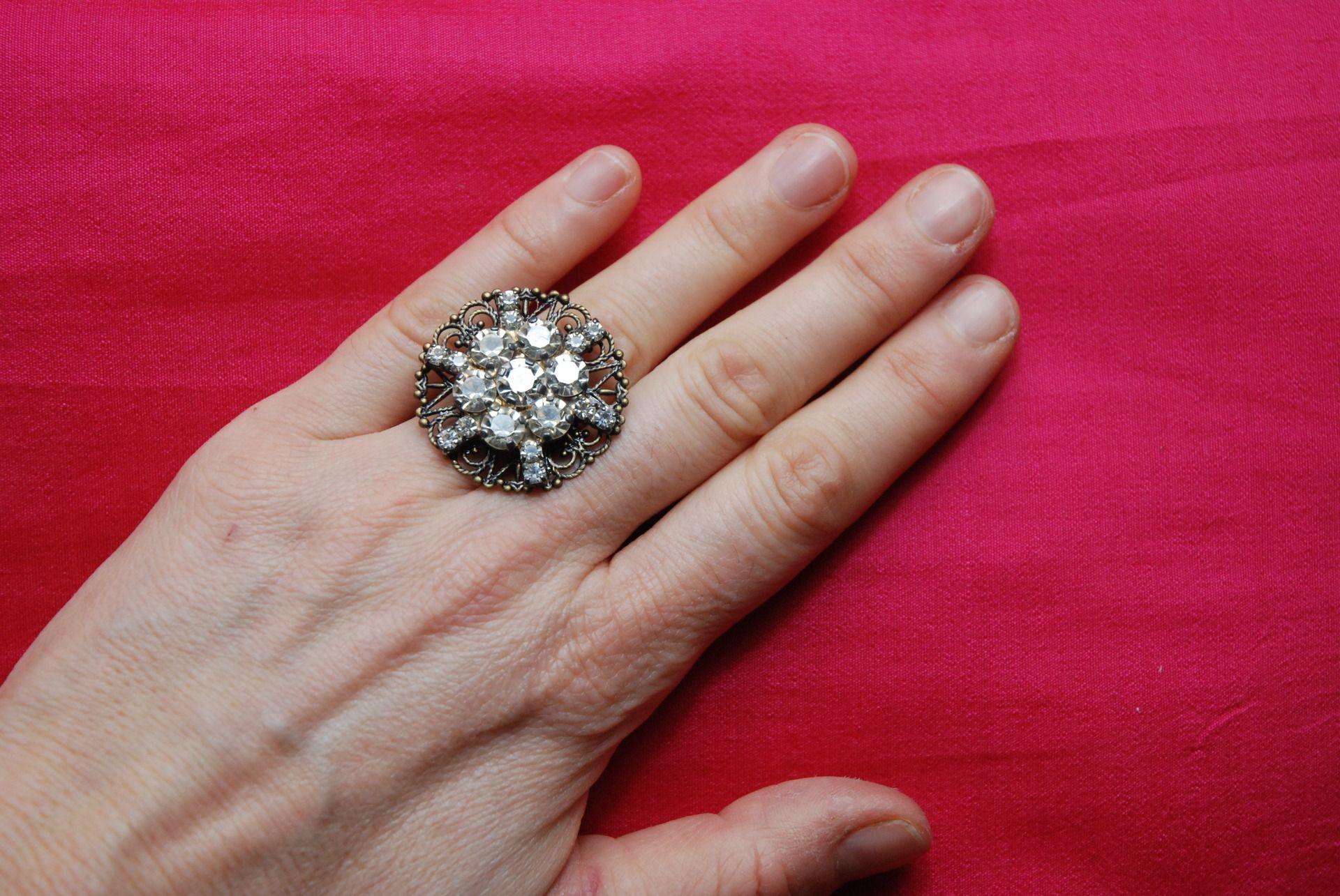 """bague """"Flocon"""" : bague réglable métal couleur bronze étoile strass vintage : Bague par lericheattirail"""