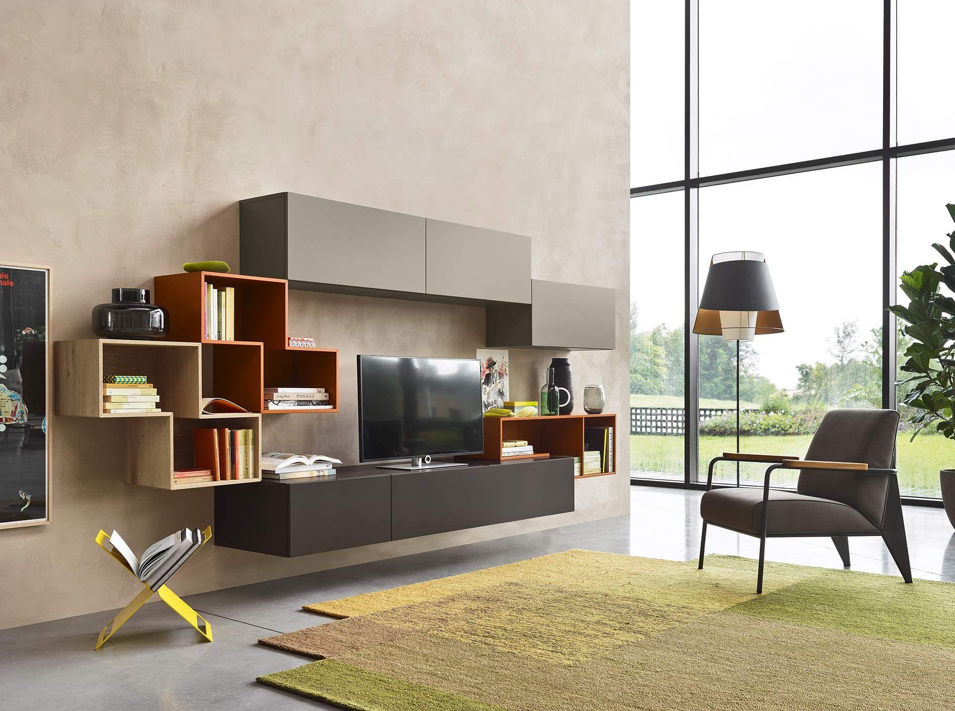 Schwebende Design Wohnwand Mit Design Tetris Regal Und Offenen  Bücherregalen In Orange Braun Matt Lackiert.
