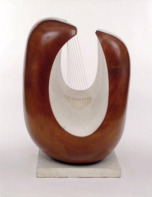 Barbara Hepworth: Curved Form (Delphi), 1955. Guarea wood, part painted with strings (© Alan Bowness, Hepworth Estate)