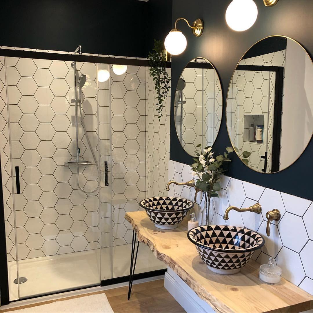 Salle de bain design noire et blanche