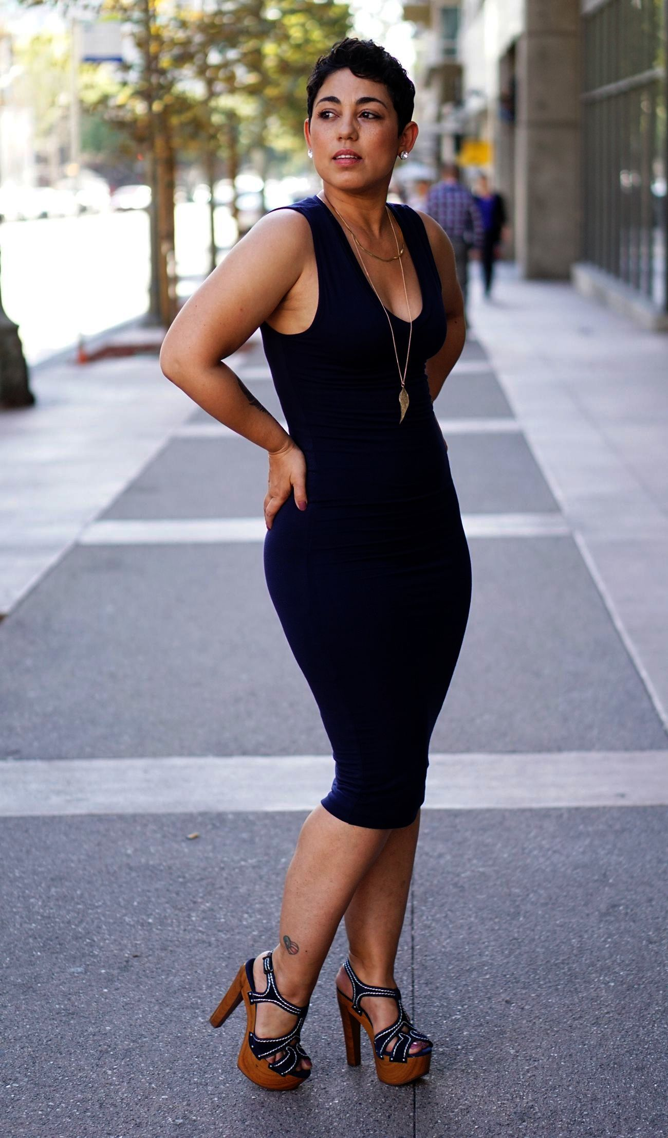 Wear to what under clingy maxi dress video