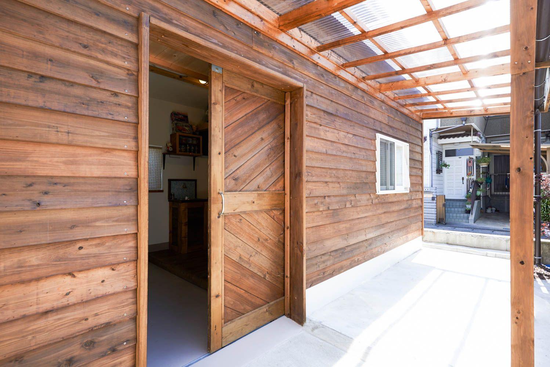 フィトライフの庭小屋を大人の秘密基地にする 大きなドア 小屋