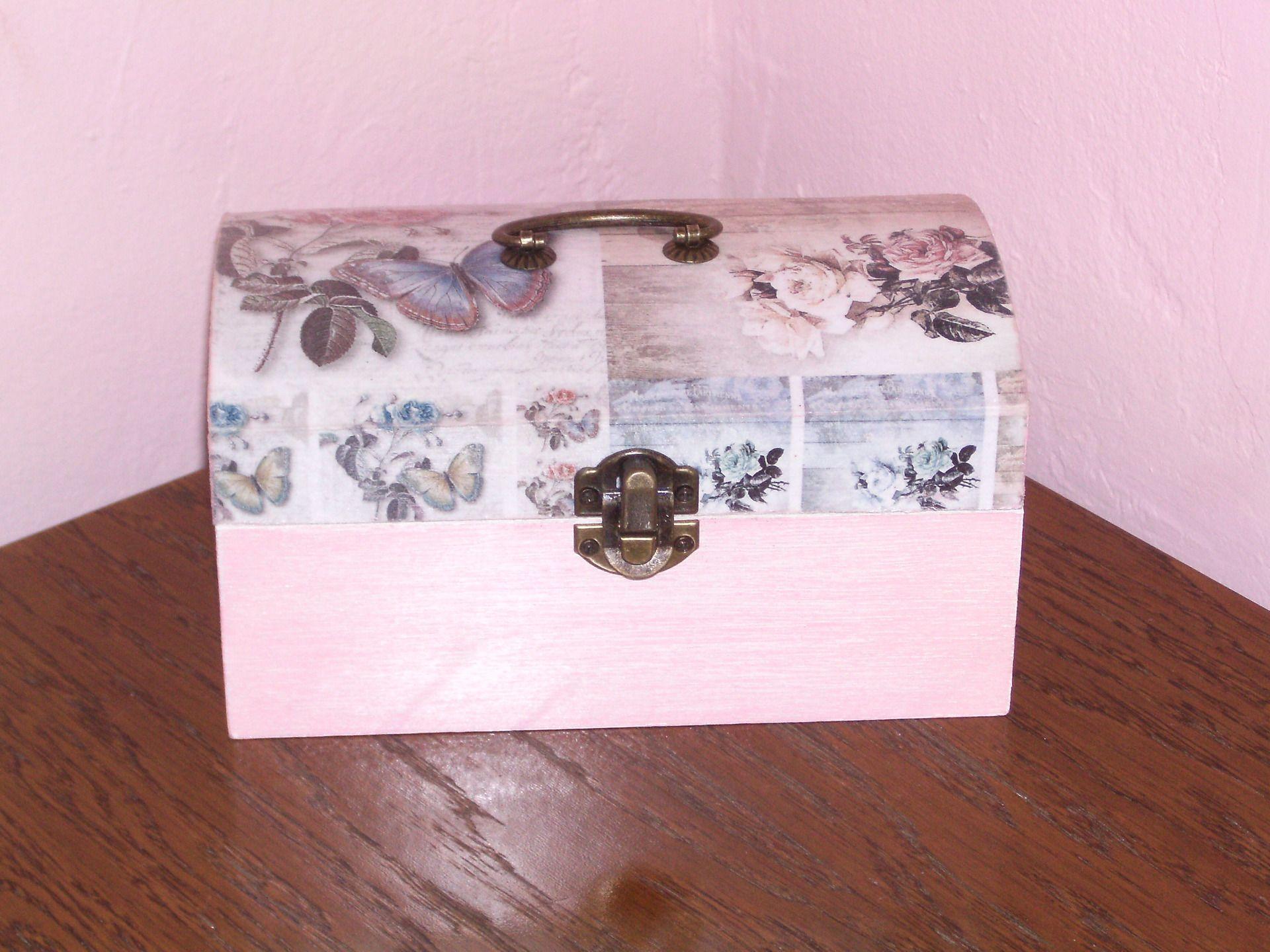 coffre bijoux en bois d cor e shabby chic roses vintage. Black Bedroom Furniture Sets. Home Design Ideas