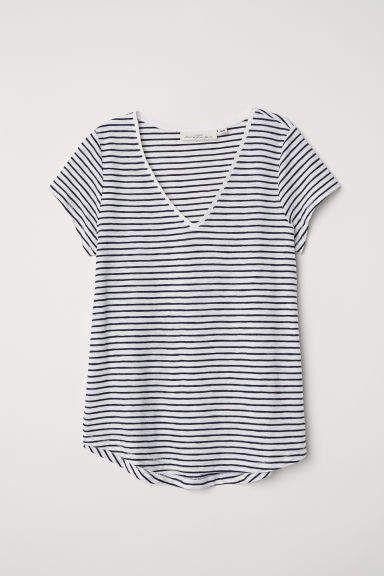 f2768a4270c01 V-neck T-shirt in 2019 | Capsule wardrobe - black & white | Blue ...