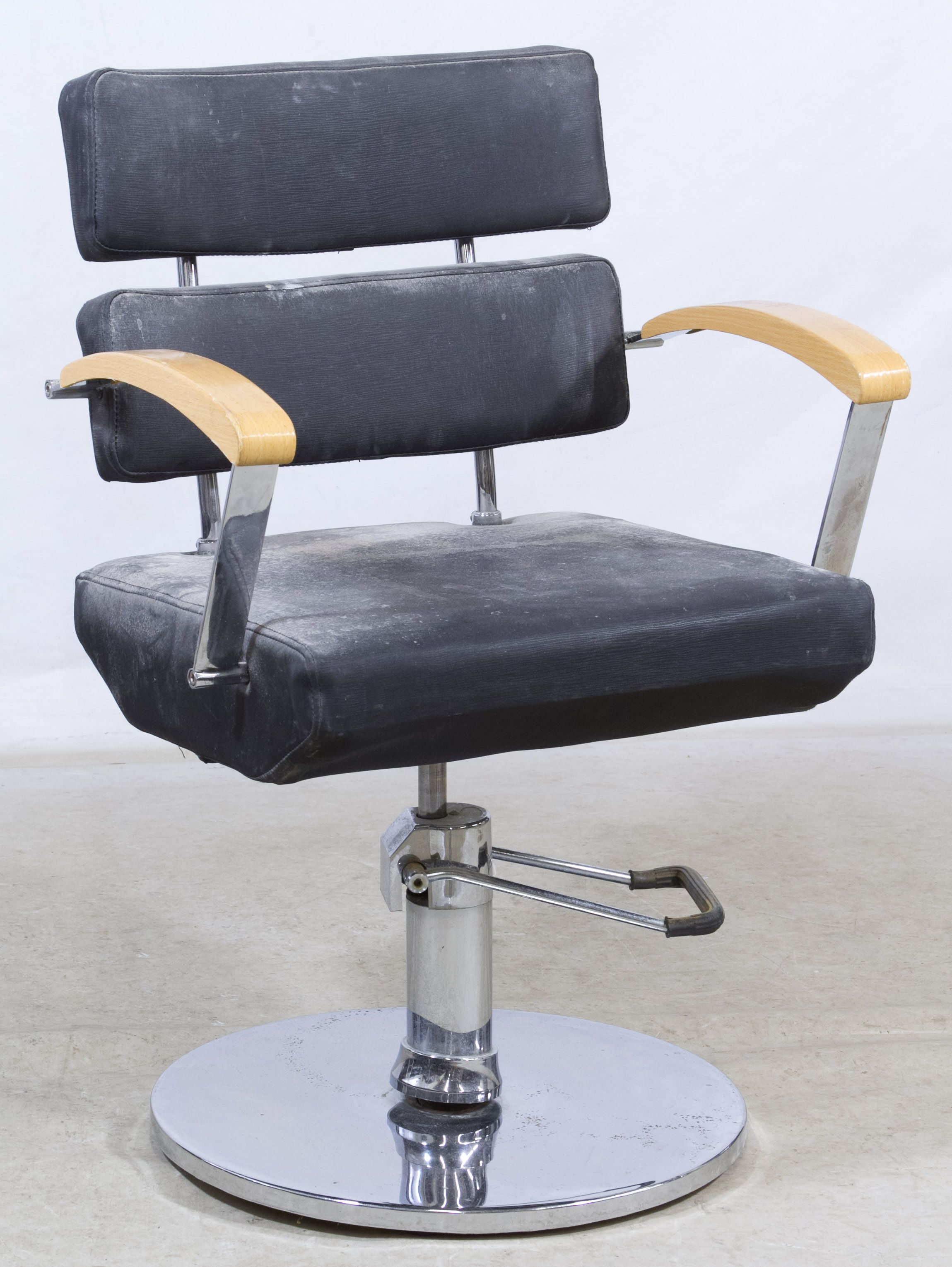 Lot 694: Hydraulic Salon Chair; Faux Leather And Chrome Swivel Chair On  Adjustable Pedestal Base