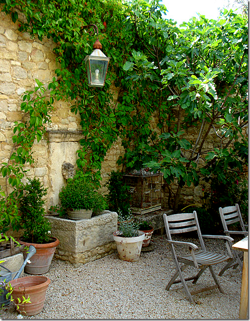 French Garden With Stone Wall, Fountain U0026 Gravel. When Done Well, Crushed  Gravel Can Have A Elegant Yet Relaxed Cottage Atmosphere.