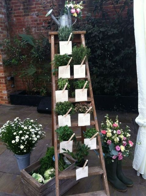 46 Creative Ways To Use Ladders On Your Big Day   HappyWedd.com Scala per tableau mariage