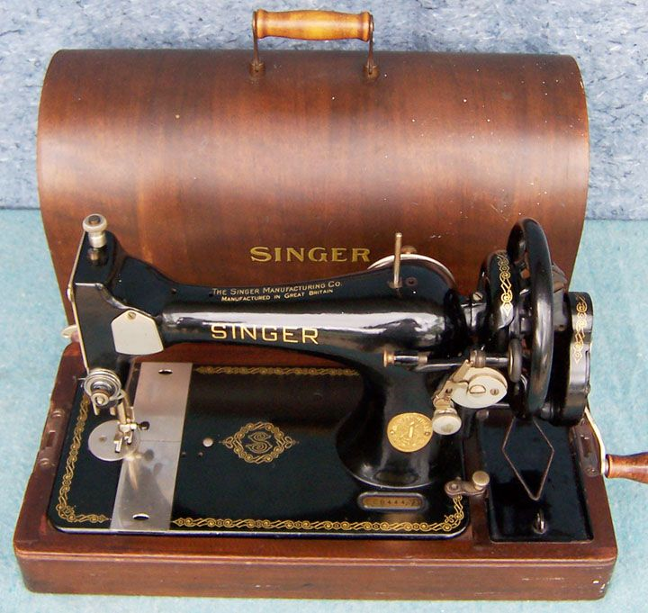 1948 Singer model 128 Celtic Swirl   Vintage sewing machines