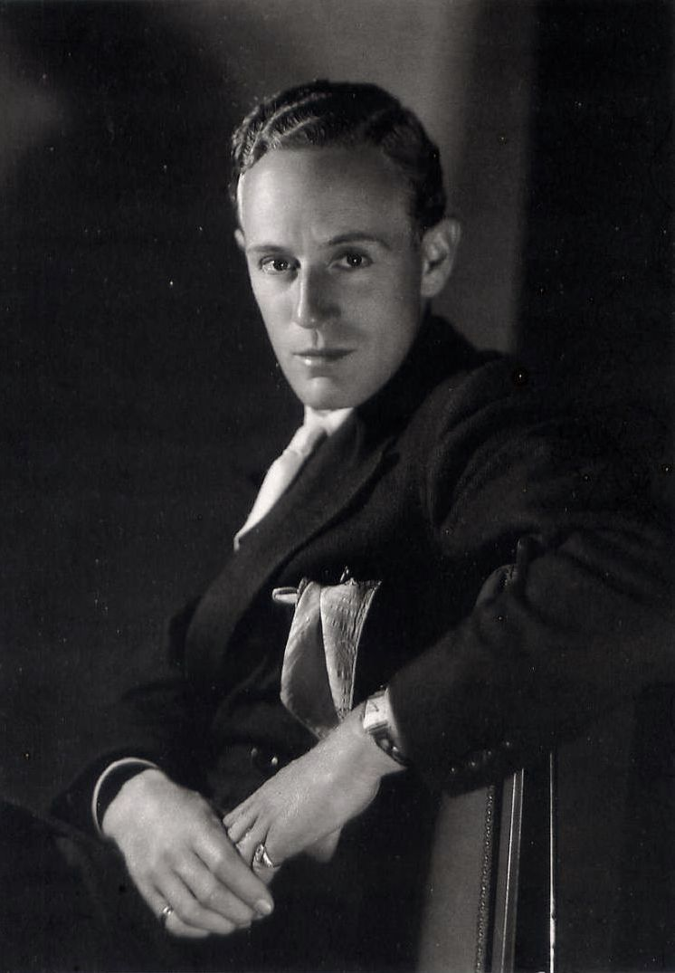 Leslie Howard, 1931 // by Clarence Sinclair Bull (National Portrait Gallery)
