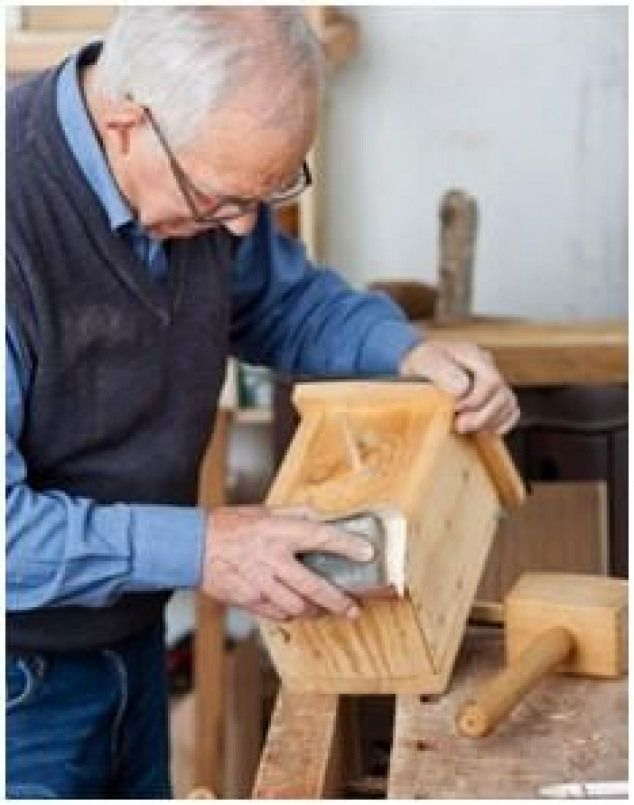 Free Woodwork Project Plans for Beginners. Choose from dozens of simple designs from top woodworkers and publishers. #beginnerwoodworking #woodworkingprojectschair