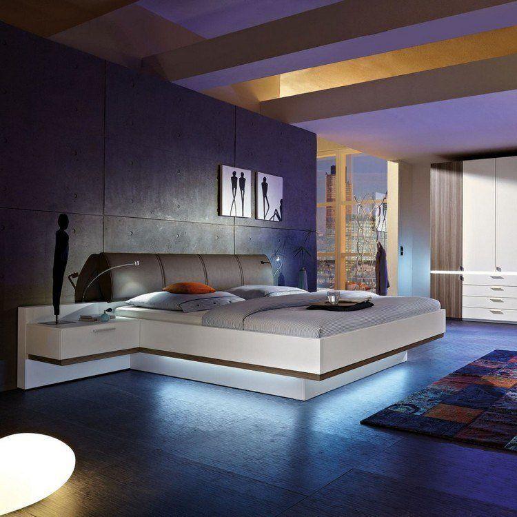 Table De Chevet Suspendue, Lit Design En Blanc Laqué, Parement Mural En  Béton Banché