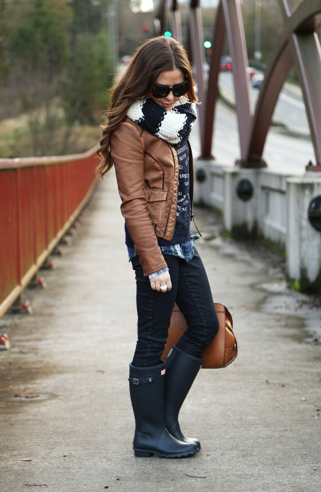 8558f7bb0ee la, la, la, layers | outfits | Sweater skirt outfit, Rainy day ...