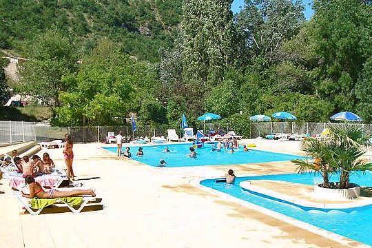 Camping Les Ramières - Drome - Sahune - goede reviews, mooi uitzicht, mss beetje afgelegen, aan rivier (CC)