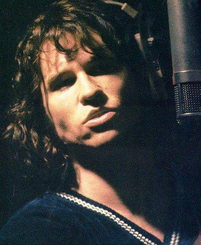 Val Kilmer as Jim Morrison = double yum!!!